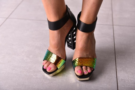 Ekstrawaganckie sandały szpilki metaliczne mieniące